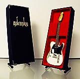 Réplica de guitarra en miniatura:de Rick Parfitt, color blanco envejecido, réplica de madera mini rock en miniatura, incluye soporte expositor (vendedor del Reino Unido)