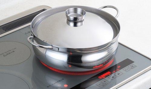 ステンレスのスタイリッシュなおでん鍋。保温力が高いから、コトコト弱火でじっくり煮込むおでんにぴったりです。 IHクッキングヒーターなど、あらゆる熱源に対応。