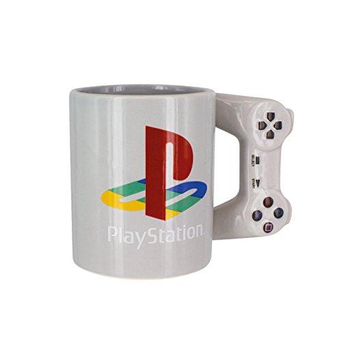 41GIuW7oDLL. SS500 Mantente fresco cuando juegas con una taza de bebida temática de PlayStation Asa con forma de controlador PlayStation Incluye imágenes y logotipo de PlayStation icónicos.