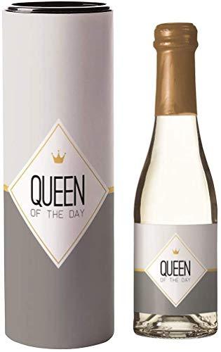 Piccolo Sekt Geschenk 0,2 | Geschenke mit Alkohol & Geschenkverpackung | Sekt mit Geschenk Box, Glas & Spruch | Geschenkideen Ostern Valentinstag Geburtstag | Queen of the Day