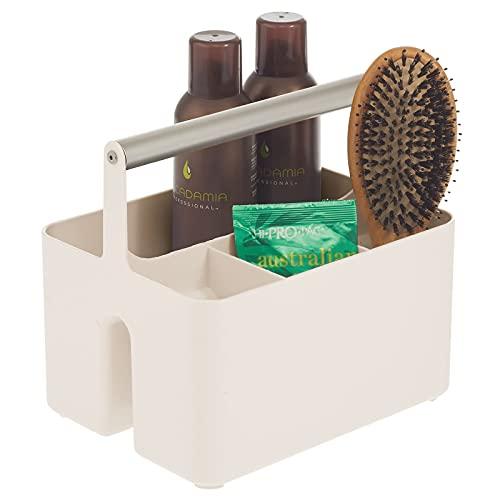 mDesign Caja organizadora para cuarto de baño – Práctica cesta con asa para el almacenamiento de cosméticos – Organizador de baño portátil con 4 compartimentos – crema/plateado mate