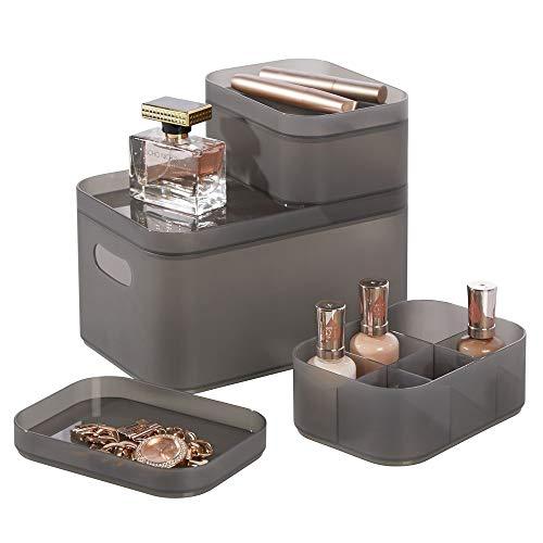 Organizador de maquillaje transparente de dise/ño atractivo Cajas de pl/ástico ideales para guardar cosm/éticos en el ba/ño gris humo mDesign Caja organizadora con asas integradas