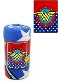 JPI Manta de forro polar – Wonder Woman Logo – Manta de lana sintética ligera de 127 x 152 cm – para cama, sofá, picnic, viajes, camping