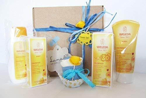 Regalo per Nascita con 4 prodotti Weleda + un cupcake (= Bavaglino + calzini) | Baby Shower Gift Idea | Blu, per Maschietti