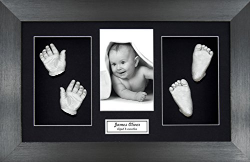 Anika-Baby Kit de moulage de pieds et de mains de bébé avec cadre en étain brossé à passe-partout et peinture métallique Noir/argenté Taille L 37 x 22 cm