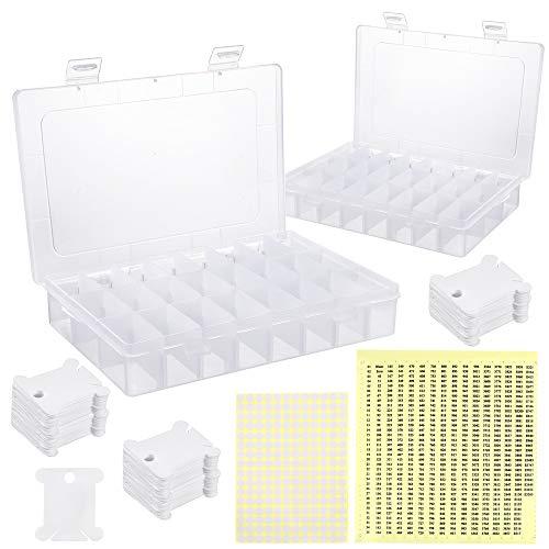 Caydo 2 piezas caja organizadora de hilo con 150 bobinas de plástico blanco, 24 cuadrículas, 552 pegatinas de números de hilo dental y 165 pegatinas en blanco
