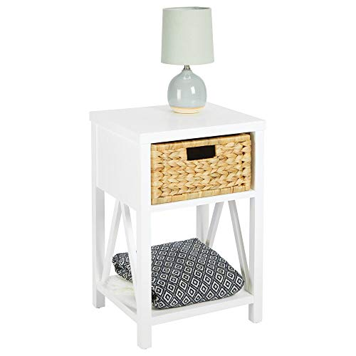 mDesign Beistelltisch mit 1 Schublade – schmales Küchenregal mit Korb aus geflochtener Wasserhyazinthe – stilvolles Standregal mit Ablage für Schlafzimmer, Küche oder Flur – weiß und bambusfarben
