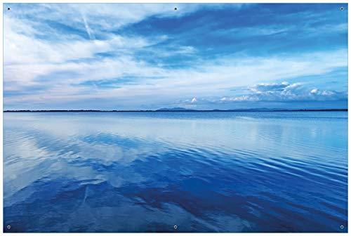 Wallario Garten-Poster Outdoor-Poster - Blaue Meeresbucht in Italien mit Spiegelung im Wasser in Premiumqualität, Größe: 61 x 91,5 cm, für den Außeneinsatz geeignet