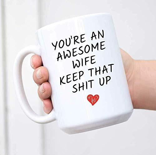 Taza con texto en inglés 'You're an Awesome Wife Keep That Sh!t Up', regalos para esposas divertidas, 11 onzas