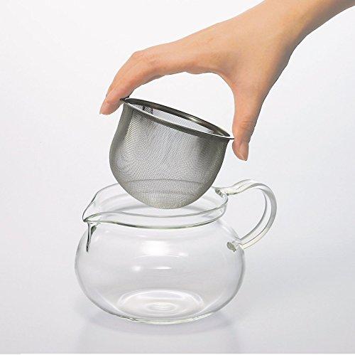 お茶の葉が広がりやすい大きな茶こし付き。茶こしを外せば電子レンジでの温め直しも可能。大きな口径で洗いやすく、清潔に気持ちよく使うことが出来ます。