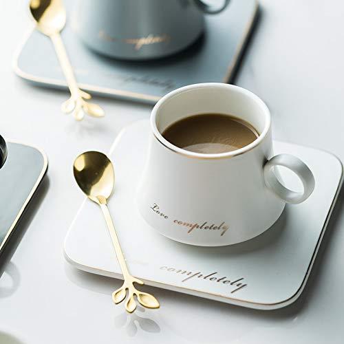 Taza de café Taza De Cerámica De Porcelana Europea, Leche De Soja, Desayuno, Café Condensado, Taza De Té Y Platillo, Juegos De Tazas De Cuchara Dorada, Tazas De Navidad