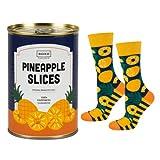 soxo lustige Herren Socken Geschenkdose | Größe 40-45 | Bunte Herrensocken aus Baumwolle mit witzigen Motiven | Besondere, mehrfarbig gemusterte Lange Socken für Männer | Ananas