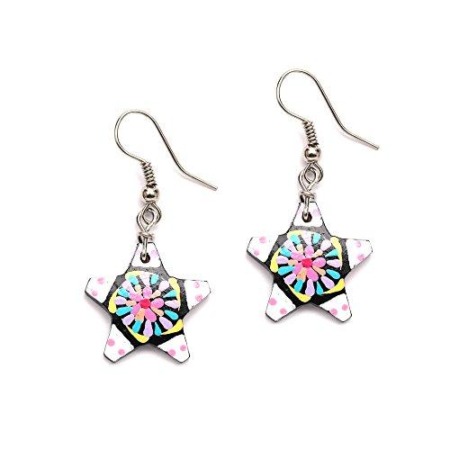 Pintado a mano vibrante color blanco Star y flor rosa pendientes de gota de corteza de coco