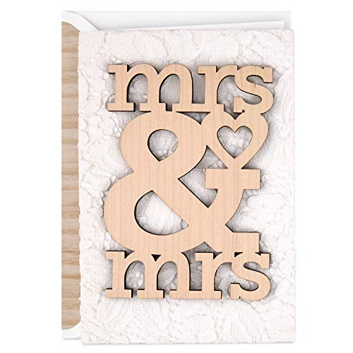 Hallmark Cartão de casamento exclusivo para casais lésbicos, madeira Mrs. e Mrs.