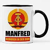 Tasse mit Wunschnamen und Spruch Geboren in der DDR persönliche DDR Kaffeebecher Namenstasse Ostalgie (Schwarz)