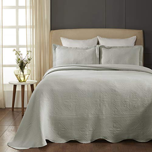 SUPERIOR Celtic Circles Scalloped Bedspread with Matching Pillow Shams, King, Platinum