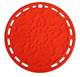 Le Creuset Pot Cloth/Trivet made from silicone with hanging loop, Tradition Round, Diameter: 20cm, Silicone, Cerise