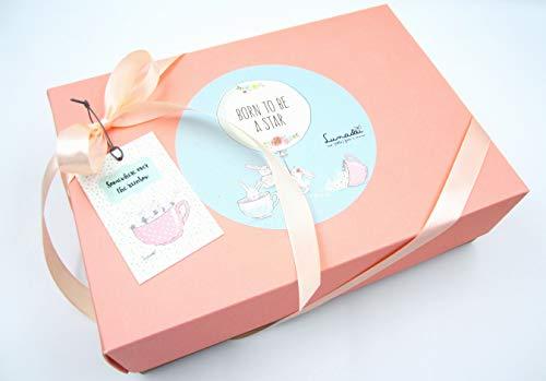 Canastilla Ecológica Bebé   Con: Cremas WELEDA Caléndula, Milkshake (= Babero + calcetines) y un Mordedor Refrigerante   Todo es de Marca   Para Niñas (rosa)   PERSONALIZABLE Con el Nombre del Bebé!