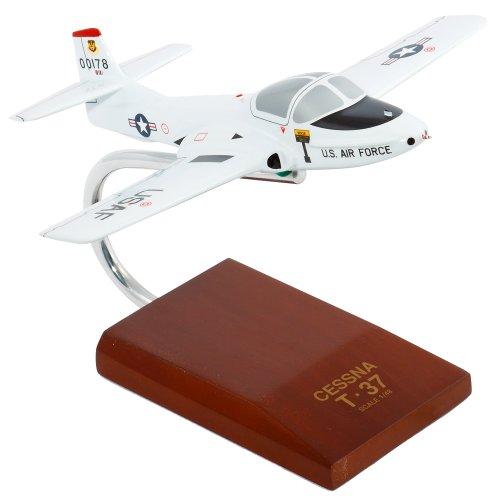 Daron Worldwide trading B0348 T-37A Tweetie White Bird -chelle 1/48 AVIONS