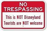 Señal de metal con texto en inglés 'Vivityobert No Trespassing This is Not Disneyland Tourists are NOT Welcome', letrero de propiedad privada, de aluminio, señal de advertencia divertida, letrero de metal para pared, decoración del hogar, 12 x 18 pulgadas