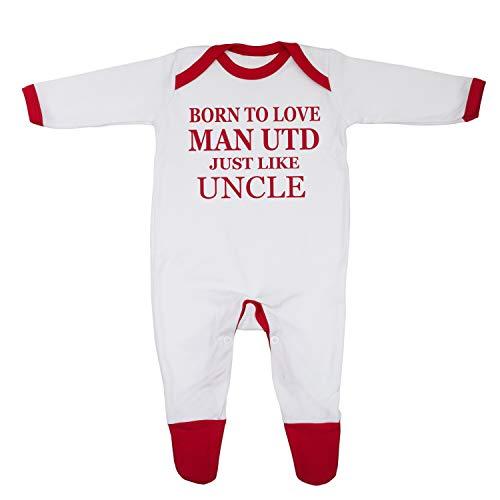 """Pijama de bebé con texto en inglés """"Born To Love Man Utd Just Like Uncle"""", diseñado e impreso en el Reino Unido utilizando 100% algodón peinado fino."""