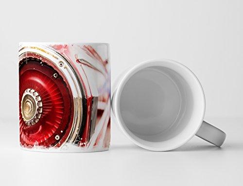 Eau Zone Fotokunst mok geschenk artistieke fotografie - achterlicht Een rode oldtimers
