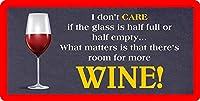 ガラスが半分いっぱいか半分空かは関係ありません重要なのは、より多くのワインを入れる余地があるということです12 X8インチの金属製の看板壁の装飾ぶら下げノベルティ看板