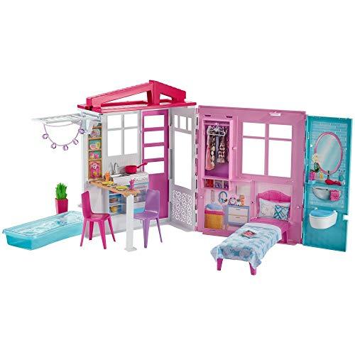 Barbie GLL69 - Ferienhaus mit Möbeln und Pool, portables Puppenhaus ca. 46 cm hoch mit Tragegriff, Puppenzubehör Spielzeug ab 3 Jahren, Abweichungen in Verpackung vorbehalten