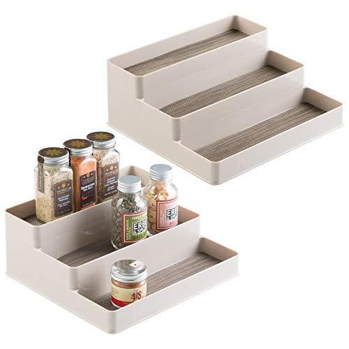 mDesign Gewürzregal für Küchenschrank und Küchentisch - praktische Aufbewahrung von Gewürzgläser - Gewürzhalter auf drei Ebenen – Farbe: Champagnerfarben - 2er-Set