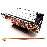 Xilófono artesanal de bambú y metal pintado