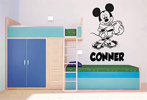 Mickey Muse-sticker Mickey Mouse spelen American Football Soccer gepersonaliseerde aangepaste naam muurkunst sticker kinderkamer muurschildering 59.7x89.4 cm