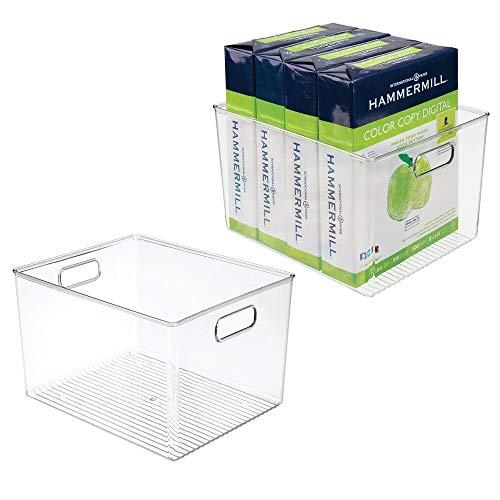 mDesign Juego de 2 organizadores de escritorio – Caja de almacenaje de plástico con asas – Práctica cesta organizadora para lápices, cuadernos, papel y otros accesorios de oficina – transparente