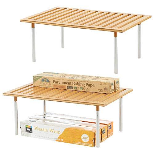 mDesign Juego de 2 estanterías de cocina – Prácticas baldas de madera de bambú y acero – Elegante organizador de armarios para ordenar despensas, encimeras y más – natural