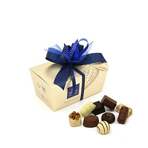 Leonidas Pralinen | 500g handverlesene belgische Pralinen Mischung mit individuell handgefertigter Schleife in goldenem Pralinen Ballotin, ideal als Geschenk oder zum Selbernaschen (Blau)