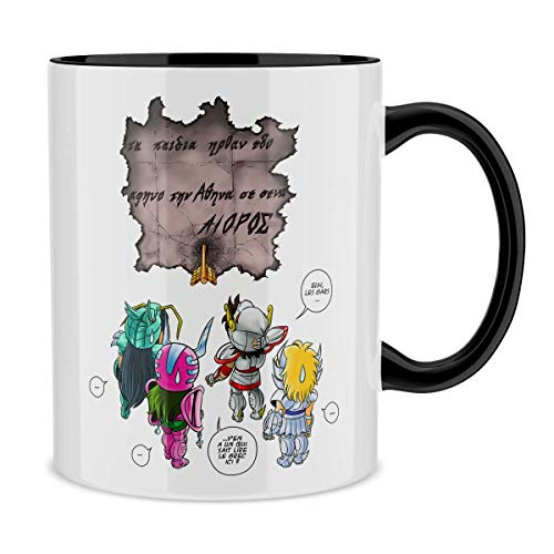 Mug avec anse et intérieur de couleur (Noir) - parodie Saint Seiya - Seiya, Shiryu, Hyoga et Shun dans la maison d'Aioros - 4 touristes japonais perdus en Grèce... (Mug de qualité supérieure - impr