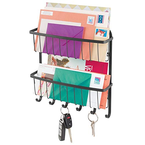 mDesign Schlüsselbrett mit Ablage für Flur oder Küche – Briefablage mit 2 Ebenen aus Metall – wandmontierte Schlüsselleiste mit 6 Haken – mattschwarz