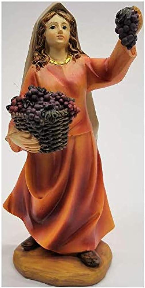 Personaggio presepe pastorella  con cestino uva in gesso 15 cm
