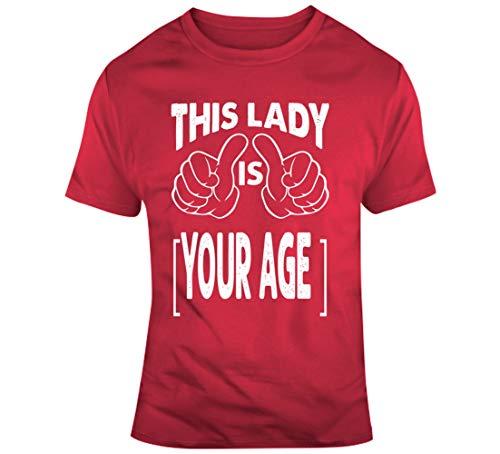 Esta señora es su edad nacimiento año fecha de nacimiento cumpleaños personalizado camiseta roja