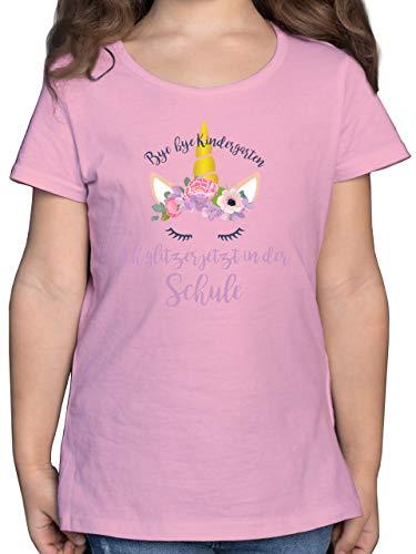 Einschulung und Schulanfang - Bye Bye Kindergarten ich Glitzer jetzt in der Schule Blumen - 128 (7/8 Jahre) - Rosa - Shirt Kindergarten Schule - F131K - Mädchen Kinder T-Shirt