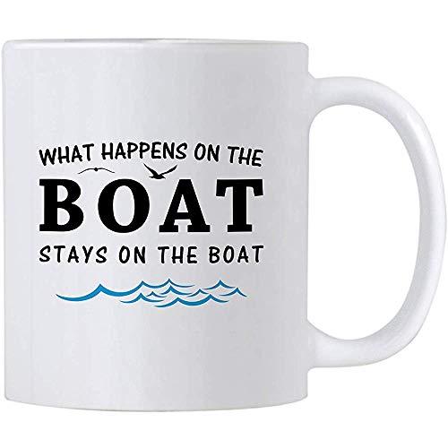 Bootsgeschenke für Männer und Frauen. Was auf dem Boot passiert, bleibt auf dem Boot. Segeln und Bootfahren Kaffee-Haferl.