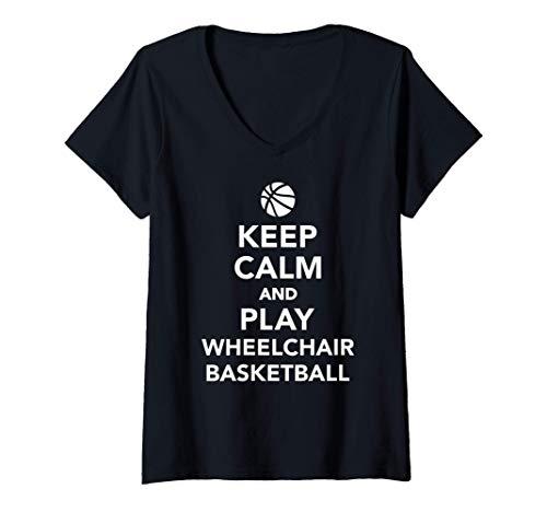 Mujer Mantén la calma y juega al baloncesto en silla de ruedas Camiseta Cuello V