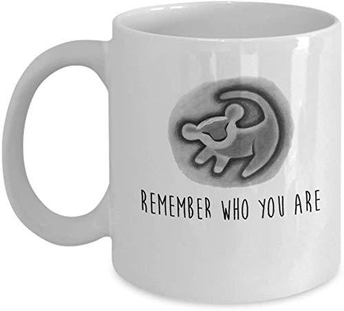 Recuerda quién eres Rey León Taza de café (Blanco) 11oz Rey León Simba Mufasa Rafiki Cita Regalo Mercancía Accesorios Camisa Cartel Etiqueta Pin D