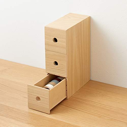 こちらは、小物を種類別に収納できる引き出しタイプのボックス。消しゴムやのり、ホッチキスなど細々としたものが収まります。縦向きでも横向きでも使えるのが便利ポイント!