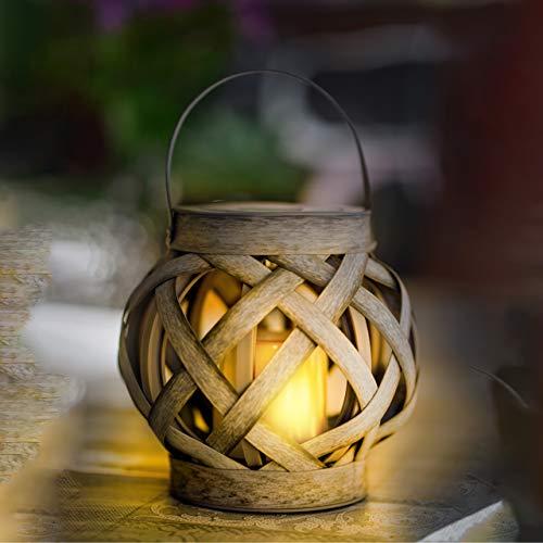Lámpara decorativa LED solar de mesa y colgante con apariencia de ratán. Incl. vela LED con efecto de llama. Medidas 15,5 x Ø15,8 cm. Para uso en exterior. Resistencia al agua IP44