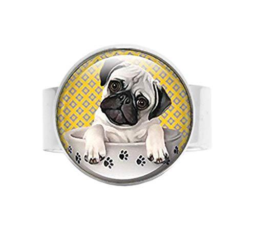 Anillo de perro carlino vintage en una taza de té, joyería fotográfica