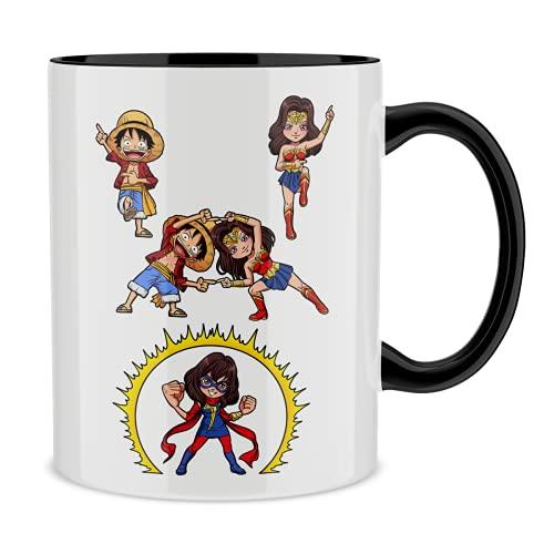 Taza con asa Negra e interior Negro parodia de One Piece - Wonder Woman - Miss Marvel- Luffy, Wonder Woman y Kamala aka Miss Marvel (Taza de primera calidad - impresa en Francia - Réf : 1257)