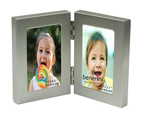 benerini Gebürstetes Aluminium Matt Silberne Farbe - Miniatur-Doppel 2 Bild Vertikal Doppelklappbilderrahmen - Nimmt 2 Fotos Von 1,5 X 2,5 Zoll (4 X 6,5 cm) (Portrait-Stil)