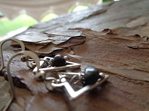 PEQUEÑO TRIANGULO Y PIEDRA NATURAL  pendientes de plata negros