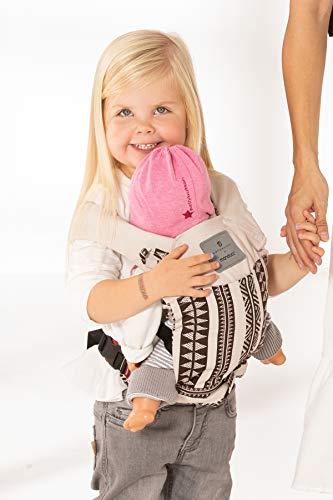 manduca Puppentrage (Doll Carrier) Puppentragetasche für Baby-Puppen & Stofftiere, Biobaumwolle, Geschenkkarton, Puppenzubehör für Kinder ab 18 Monaten (bellybutton Edition, BohoBrown)