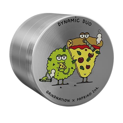 GrindNation X Papriko Dynamic Duo - Grinder (63 mm de diámetro, aluminio, 4 piezas, incluye bolsa y rasqueta)